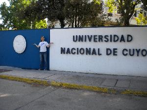 student with universidad de cuyo sign
