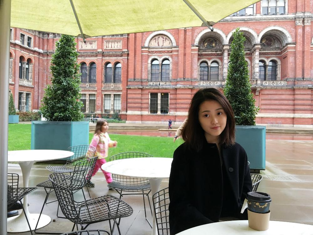Wheaton student at cafe on LSE campus